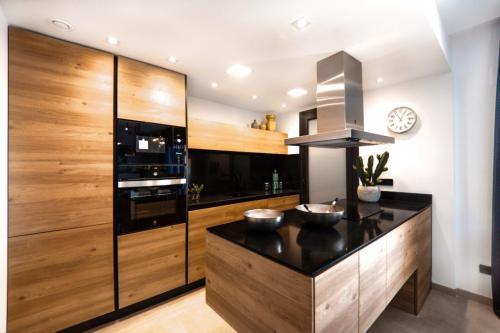 brown-kitchen-1024x683-1