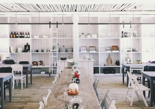 restaurant-shelving-1-3-1024x726-1