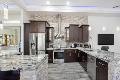 woodgrain-cupboard-and-marble-1024x683-1